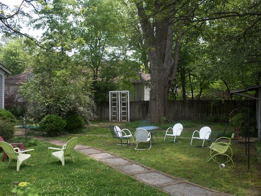 May 08, 2018 - The house for sale in the heart of the Cooper-Young neighborhood features a large back yard. It offers a lot more than 1,500 square feet, two bedrooms, bathroom as well as a backhouse. This is a house designed for social interaction with friends and friendly strangers alike.