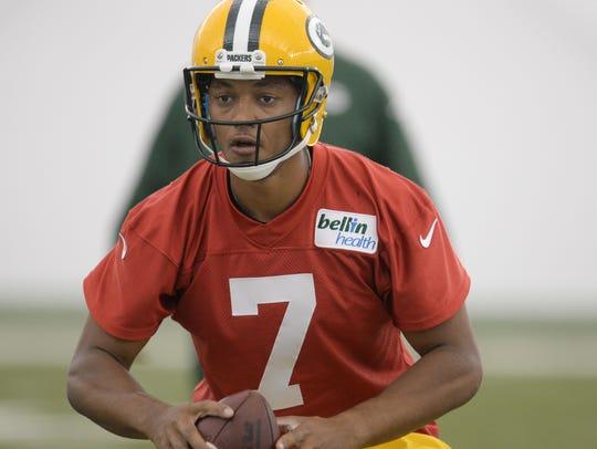 Green Bay Packers rookie Brett Hundley (7) drops back