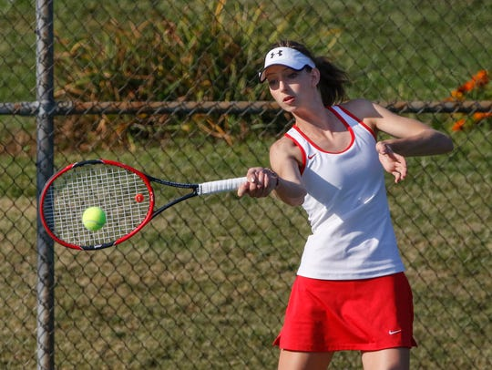 Manitowoc Lincoln foreign exchange student Lina Zandonella qualified for the WIAA state tournament during her year abroad.