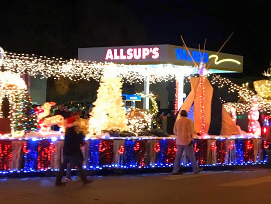 Floats turn from Mechem Drive to Sudderth for the parade