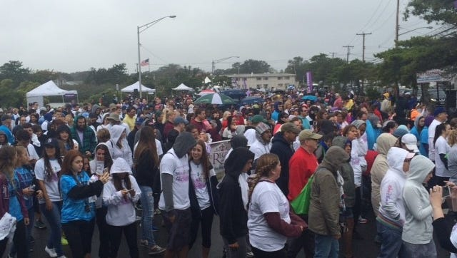 An estimated 2,000 people walked in Point Pleasant Beach on Saturday to help fight Alzheimer's Disease.