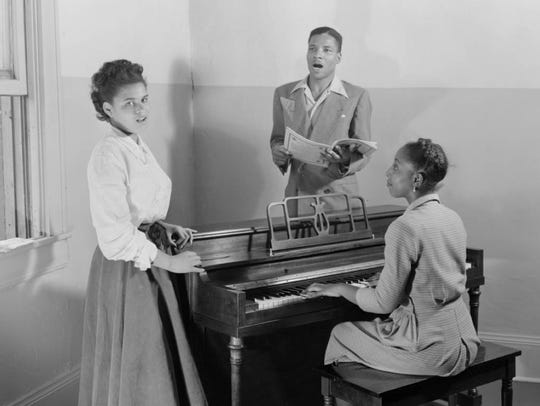 Students at the McArthur Conservatory of Music in 1948.