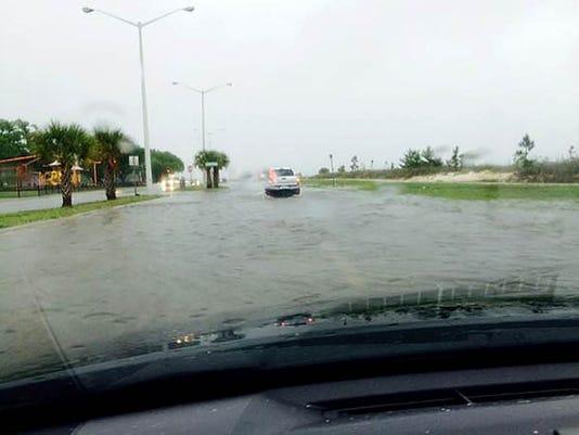 635646148900521590-Flash-flood