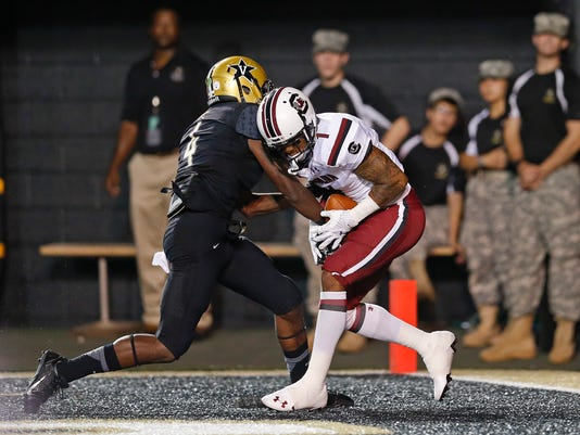 South Carolina wide receiver Damiere Byrd, right, hangs onto a 29-yard pass for a touchdown as he is defended by Vanderbilt defensive back Tre Bell, left, during the second quarter of an NCAA college football game Saturday, Sept. 20, 2014, in Nashville, Tenn. (AP Photo/Mark Humphrey)