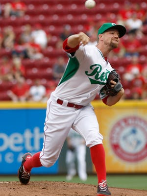 Mike Leake throws in the first inning.