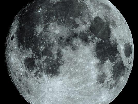 IMG_8068_Moon_14_17day_iso100_0031sec_crv4_S_-unshp50_r3_t3.jpg
