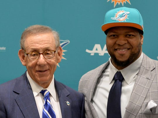 Miami Dolphins defensive tackle Ndamukong Suh (right)