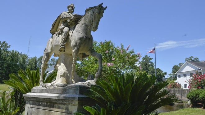 A statue of Robert E. Lee stands in Gregory Park in Richmond Hill.