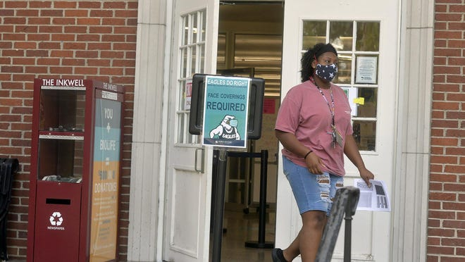 Masks are required at the Lane Library at the Armstrong Campus of Georgia Southern University.