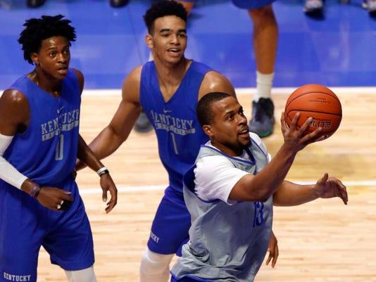 Kentucky's Isaiah Briscoe, right, shoots while teammates De'Aaron Fox (0) and Sacha Killeya-Jones (1) defend during the team's Big Blue Madness on Friday, Oct. 14, 2016, in Lexington, Ky. (AP Photo/James Crisp)