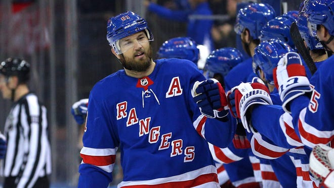 Rick Nash has entered another playoff race - this time with the Boston Bruins.