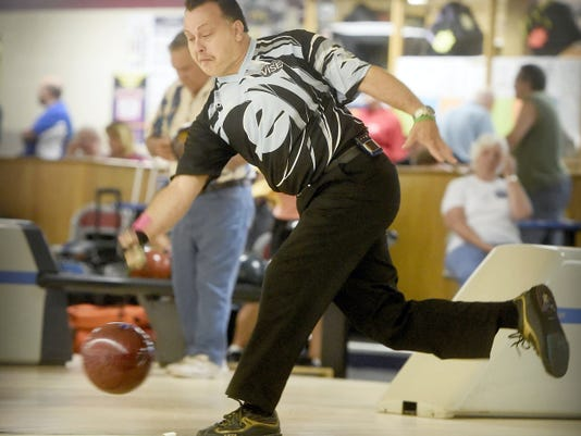 Ryan Shafer, the two-time defending Open champion, bowls Friday at the 9-Pin No Tap Pro-Am at Cedar Lanes.
