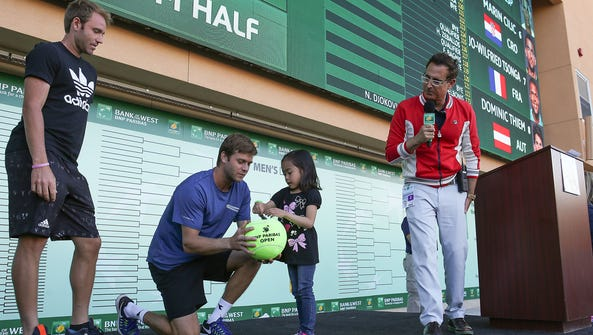 A young fan helps professional players Bjorn Ratangelo,