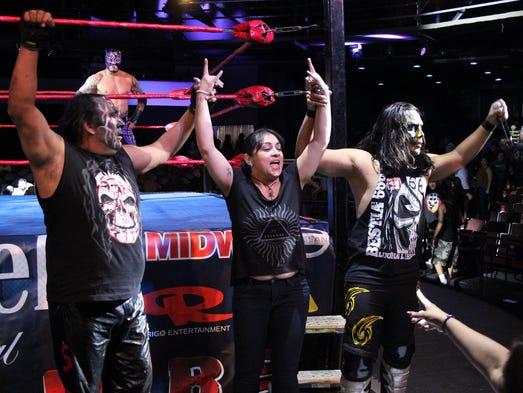 La Familia de Tijuana integrada por Damian y Bestia