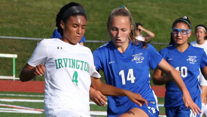 Irvington's Zoe Maxwell, left, and Bronxville's Rachael Peacock during a game at Irvington Sept. 11, 2017.