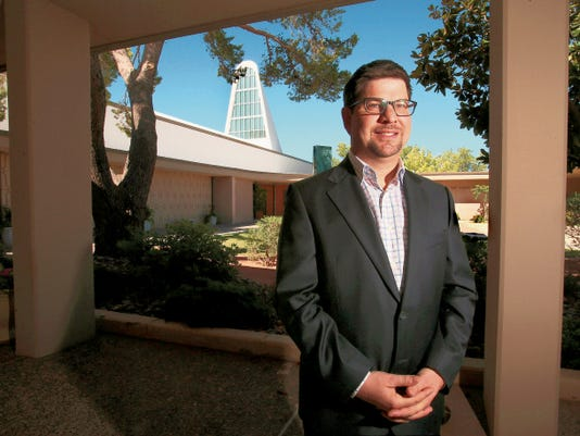 After 17 years in El Paso at Temple Mount Sinai, Rabbi Larry Bach will leave at the end of June to return to the East Coast.