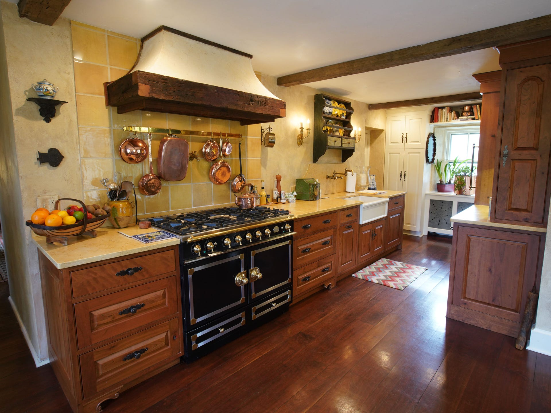 Jr. League of Wilmington\'s Heart of of the Home Kitchen Tour