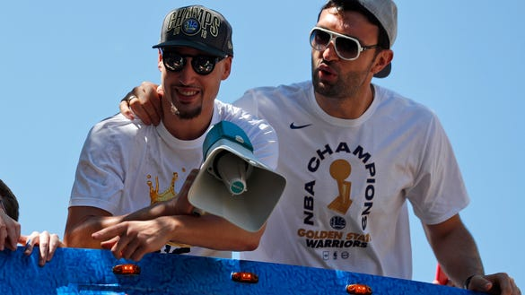 AP WARRIORS PARADE BASKETBALL S BKN USA CA