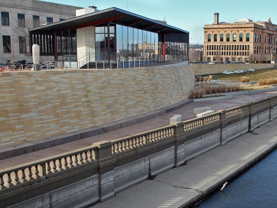 Des Moines officials want the federal courthouse planned on the site of the former Riverfront YMCA to mesh with the pedestrian-friendly riverwalk. The Hub Spot, left, on the west side of the Des Moines River near Court Avenue is one of the projects installed in recent years to draw more activity to the riverfront.