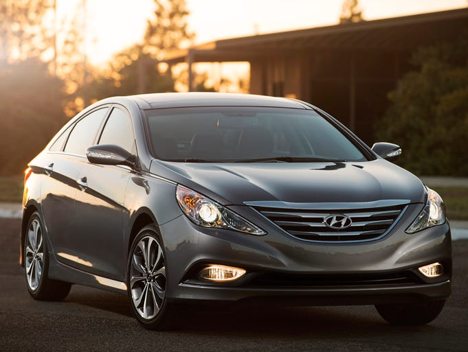 The front of the 2014 Hyundai Sonata shows new sculpting