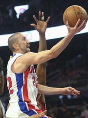 Pistons guard Steve Blake goes to the basket against