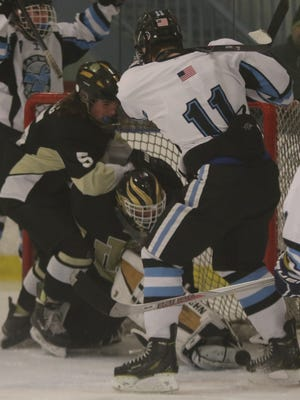 River Dell/Westwood and Mahwah both recorded upset victories in the state hockey tournament on Thursday.