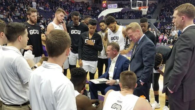 GCU coach Dan Majerle talks to his team on Jan. 23, 2018.
