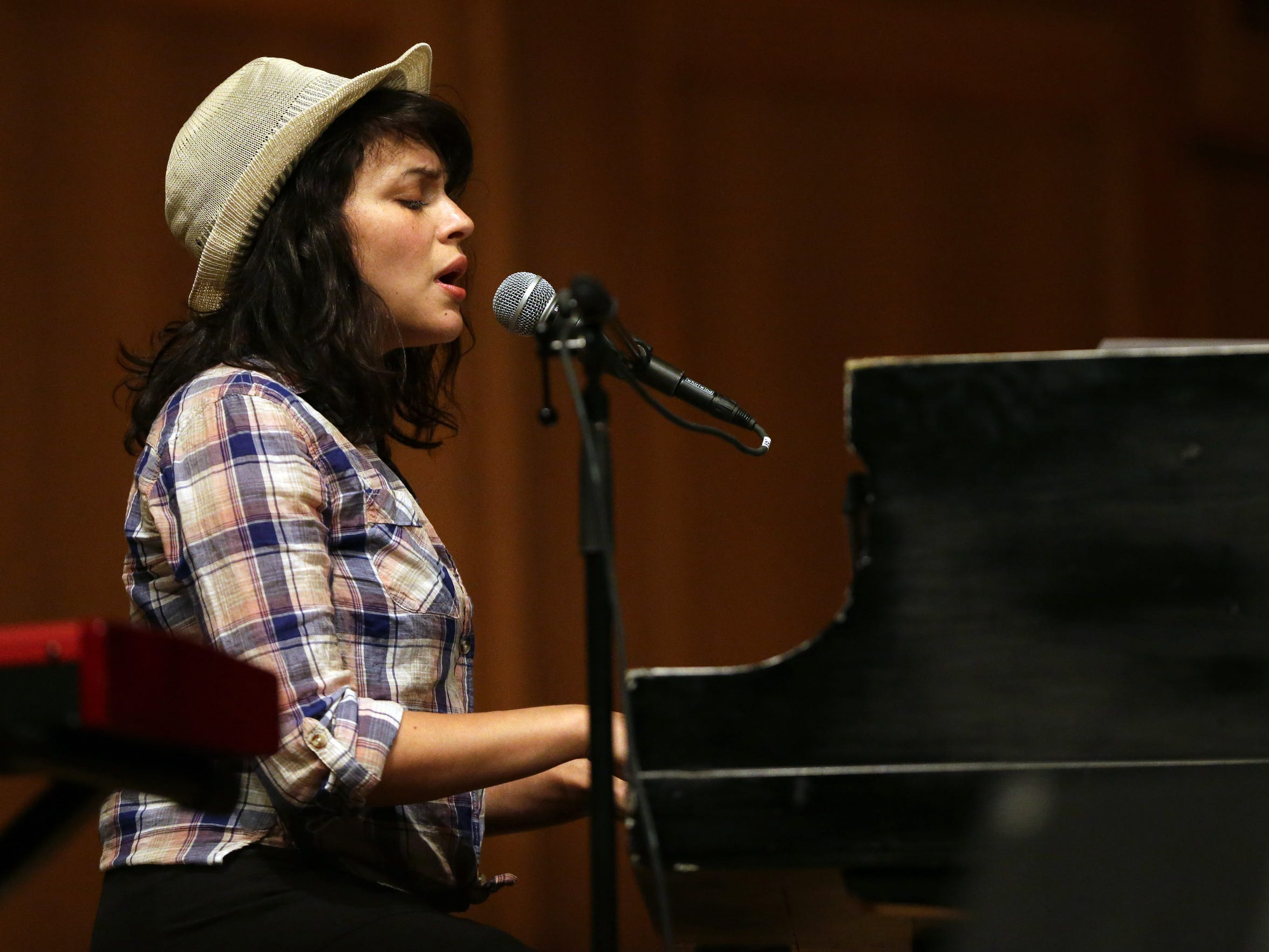Norah Jones was a surprise guest of Mile of Music in