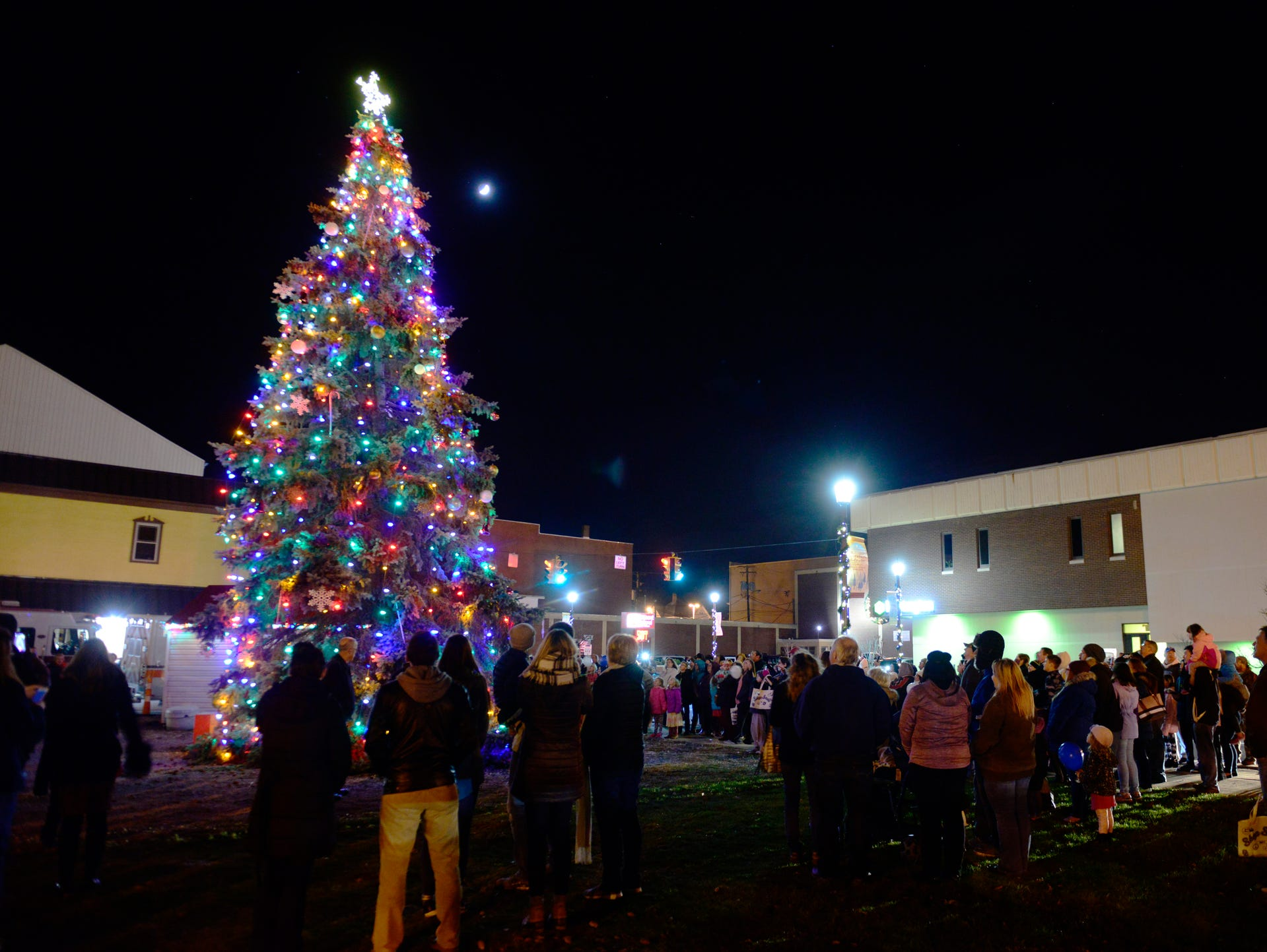 Fremont Christmas Tree Lighting Downtown Fremont Inc Holds Its 4Th