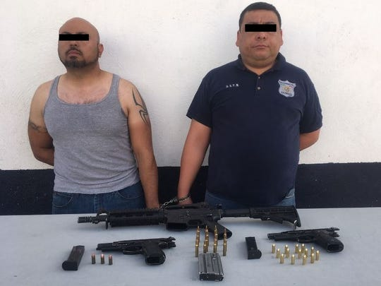 Chihuahua state police arrested the top leaders of the municipal police department in Villa Ahumada.