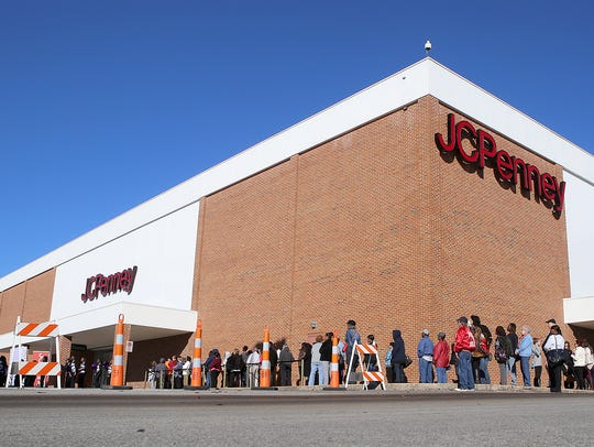 JCPenney, seen here on Thanksgiving Day in 2015, is near the area where Larry Markowski said he parked his van in the overflow parking lot on March 4, 2001, when his daughter, Bethany, disappeared.
