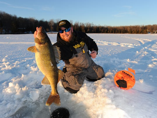 Big minnesota lakes getting ready for ice fishing for Ice fishing guides minnesota