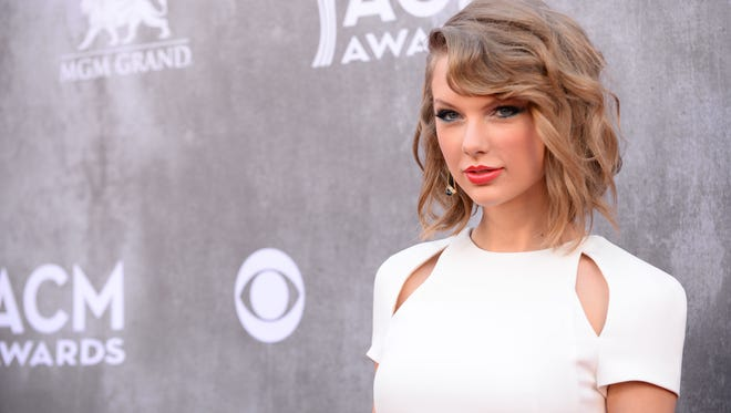 Three Arrested Outside Taylor Swift S Beach House
