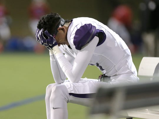 Eastlake wide receiver Milo Rios reacts as the clock