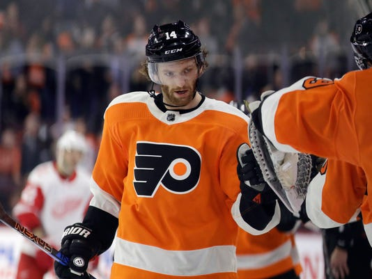 Philadelphia Flyers' Sean Couturier celebrates with his teammates after scoring during the third period of an NHL hockey game against the Detroit Red Wings, Wednesday, Dec. 20, 2017, in Philadelphia. Philadelphia won 4-3. (AP Photo/Matt Slocum)