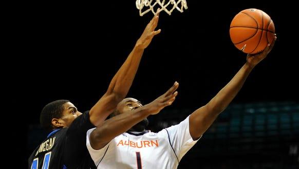 Auburn Tigers guard K.T. Harrell (1) shoots the ball