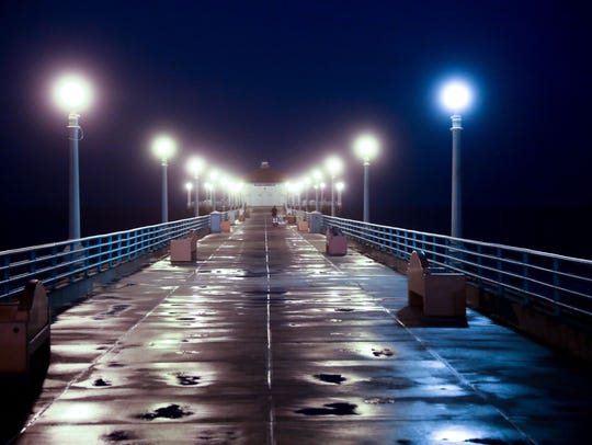 The Manhattan Beach California Pier, before the sun