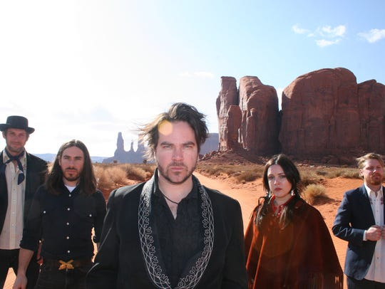 Kirpatrick Thomas (center) with Spindrift in 2010.