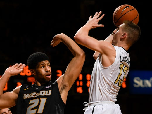 b6d2d92d5745 Vanderbilt basketball senior night spoiled in 74-66 loss to Missouri