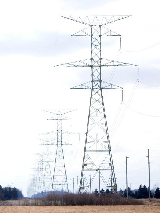 -power lines feaeture.JPG_20130215.jpg