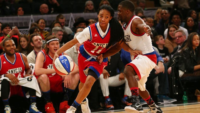 Kevin Hart (1) defends against Little League pitcher Mo'ne Davis (11) during the 2015 Sprint NBA all star celebrity game at Madison Square Garden on Feb. 13.