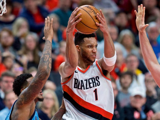 Portland Trail Blazers forward Evan Turner, right, looks to pass the ball away from Memphis Grizzlies forward Jarell Martin during the second half of an NBA basketball game in Portland, Ore., Sunday, April 1, 2018. (AP Photo/Craig Mitchelldyer)