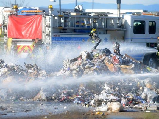 -FTC0430-gg trash fire.jpg_20140429.jpg