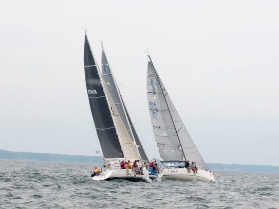 A trio of boats including Venon set out for Mackinac
