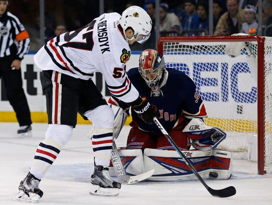 USP NHL: CHICAGO BLACKHAWKS AT NEW YORK RANGERS S HKN USA NY