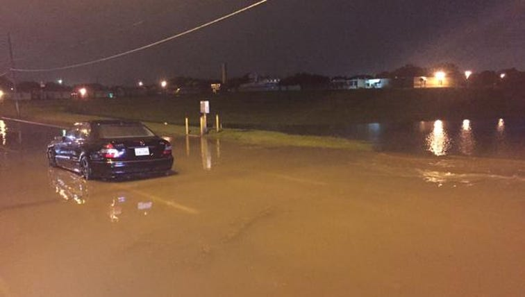 Car stuck in high water at Illinois and Coombs Creek