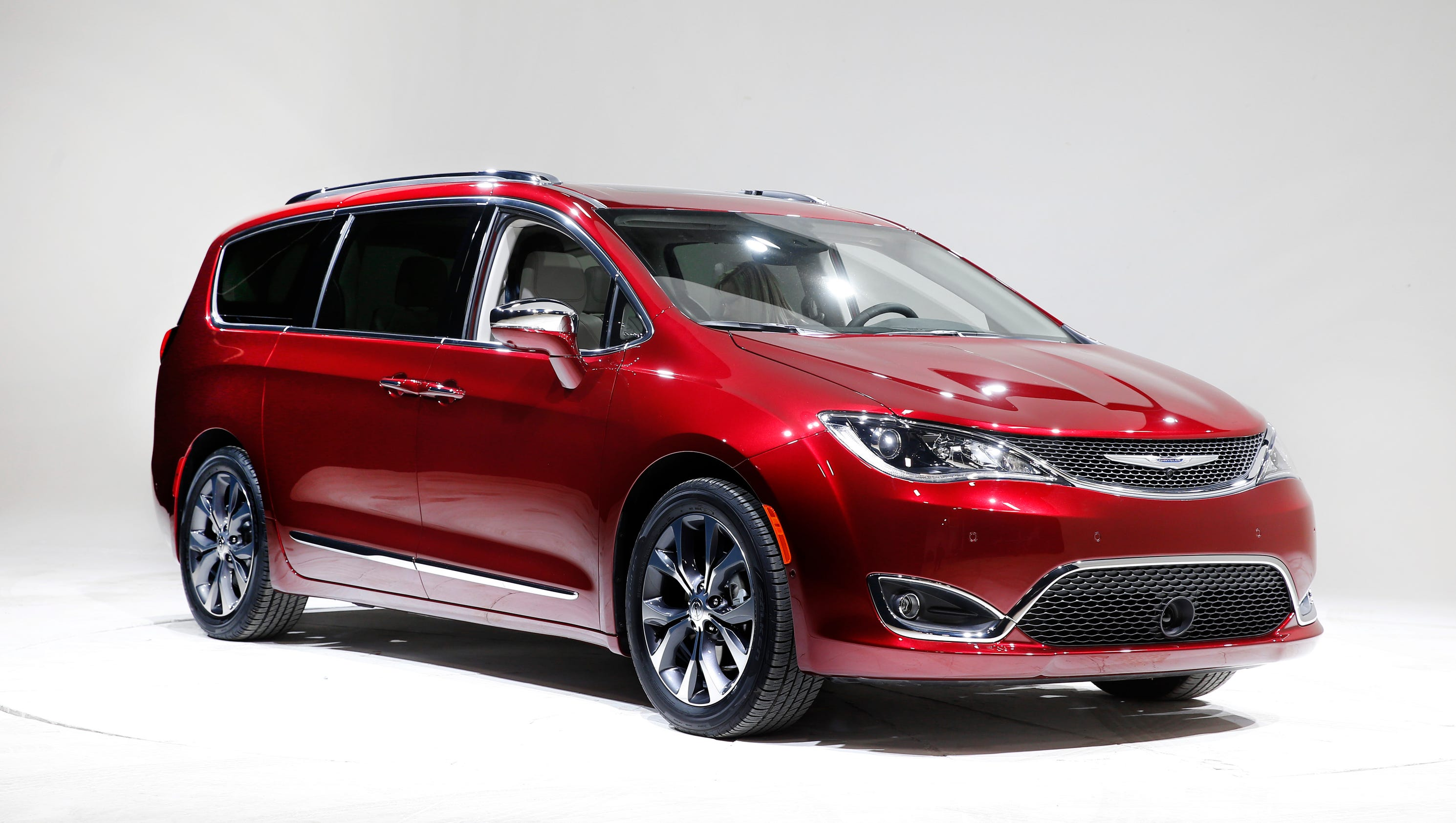 Photos: 2017 Chrysler Pacifica