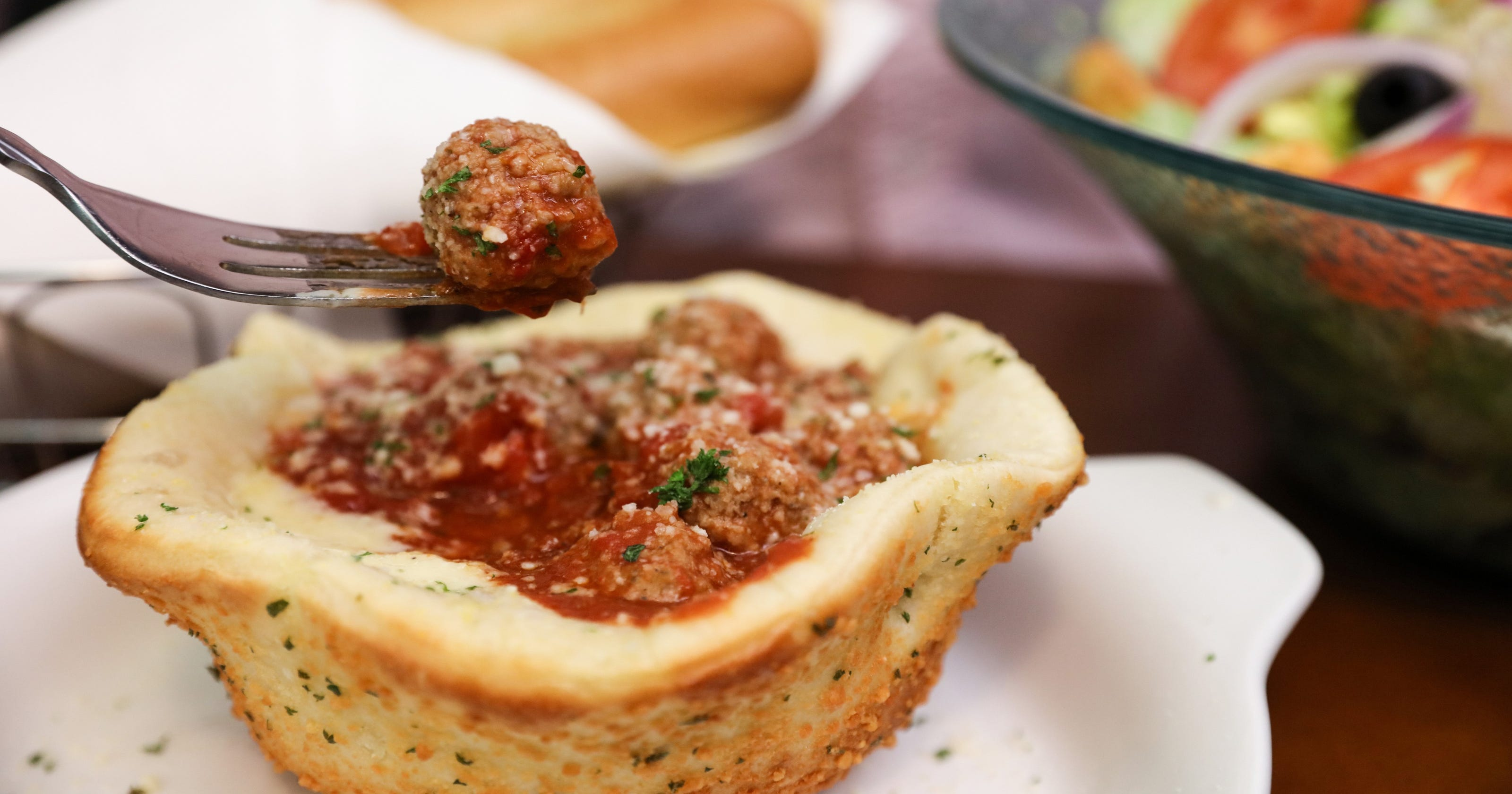 olive gardens meatball pizza bowl a massive food mash up - Olive Garden Toledo