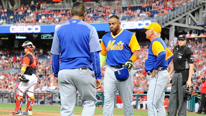 Aug 25, 2017; Washington, DC, USA; New York Mets left fielder Yoenis Cespedes (52) talks with manager Terry Collins (10) after suffering an apparent leg injury against the Washington Nationals during the first inning at Nationals Park. Mandatory Credit: Brad Mills-USA TODAY Sports ORG XMIT: USATSI-352702 ORIG FILE ID:  20170825_gma_au3_017.jpg