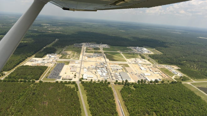 The Chemours Co. plant site on the Cape Fear River near the Cumberland-Bladen County line in 2017. The company this month reached a new agreement with the state and environmentalists to curb its emissions of PFAS chemicals into the river.